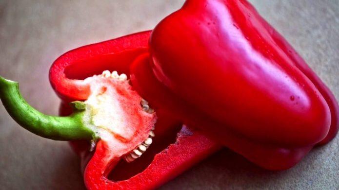 Нарязан звънец със семена